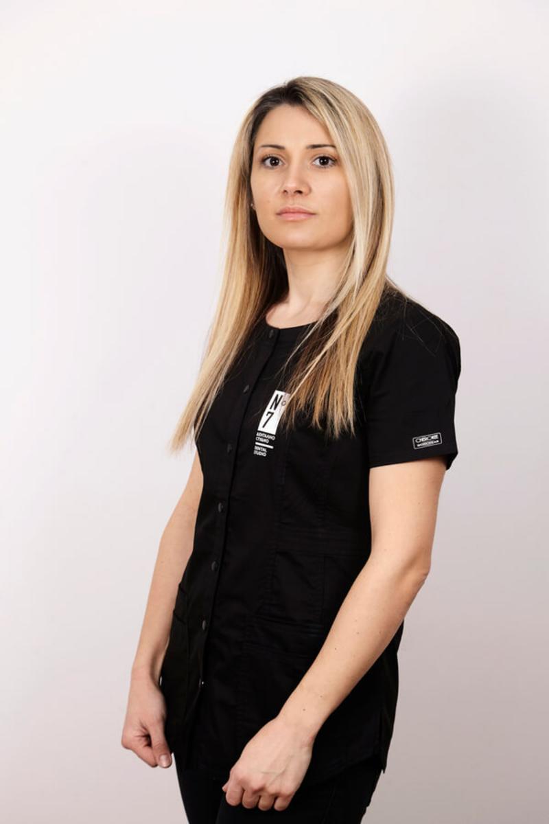 Марина Добрева - дентален асистент
